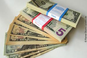 dollarscheine-bargeld-kreditkarte