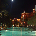 Grand Resort Pool bei Nacht