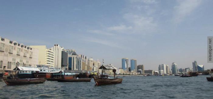 Dubai Creek Wasser und Schiffe, Bur Dubai