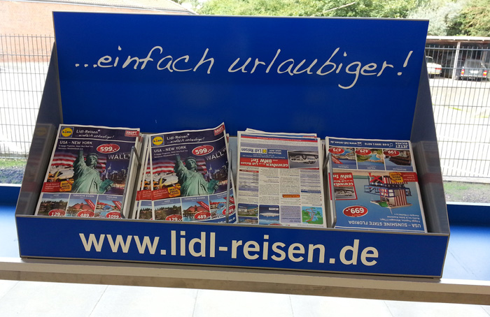 LIDL-Reisen-Prospekte-im-Supermarkt