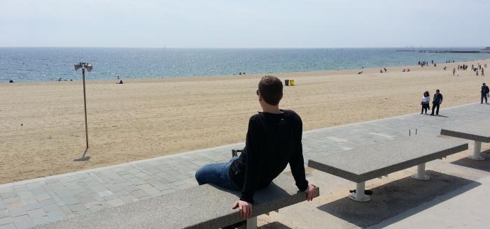 Barcelona einsamer Strand in Stadtnaehe