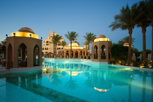 Aegypten-Makadi-Palace-Pool-weg-de