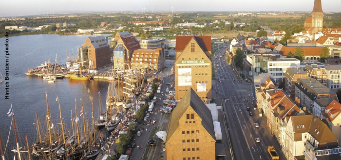 Rostock_Hansesail_von_oben check