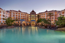 HLX_com_Hilton_Hotel_Pool