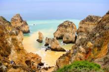 Algarve-Bucht-Felsen