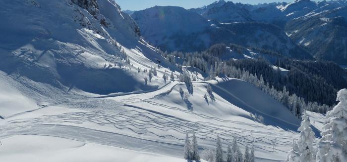 Tirol-Skipiste-Schne