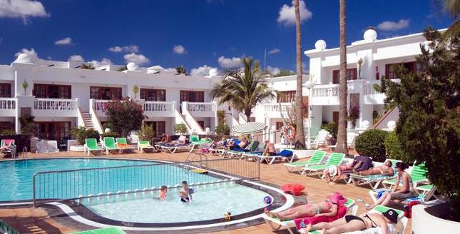 HLX_Montana_Club_Lanzarote_Aussenansicht_mit_Pool