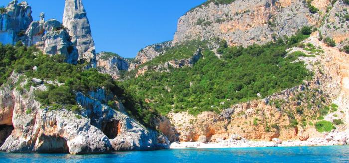 Italien_Sardinien_Meer_Felsen_Bucht
