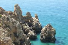 Algarve-Felsen-Bucht-Meer