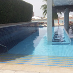 swim-up-poolbar-fairmont-abu-dhabi