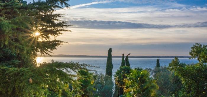 Blick auf den malerischen Gardasee