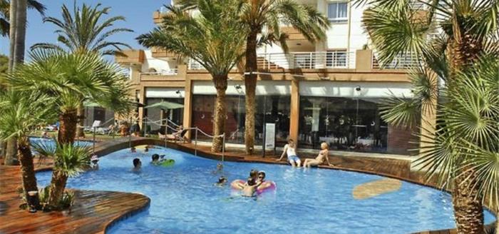 Mallorca-Hotel-Illot-Suites-Pool