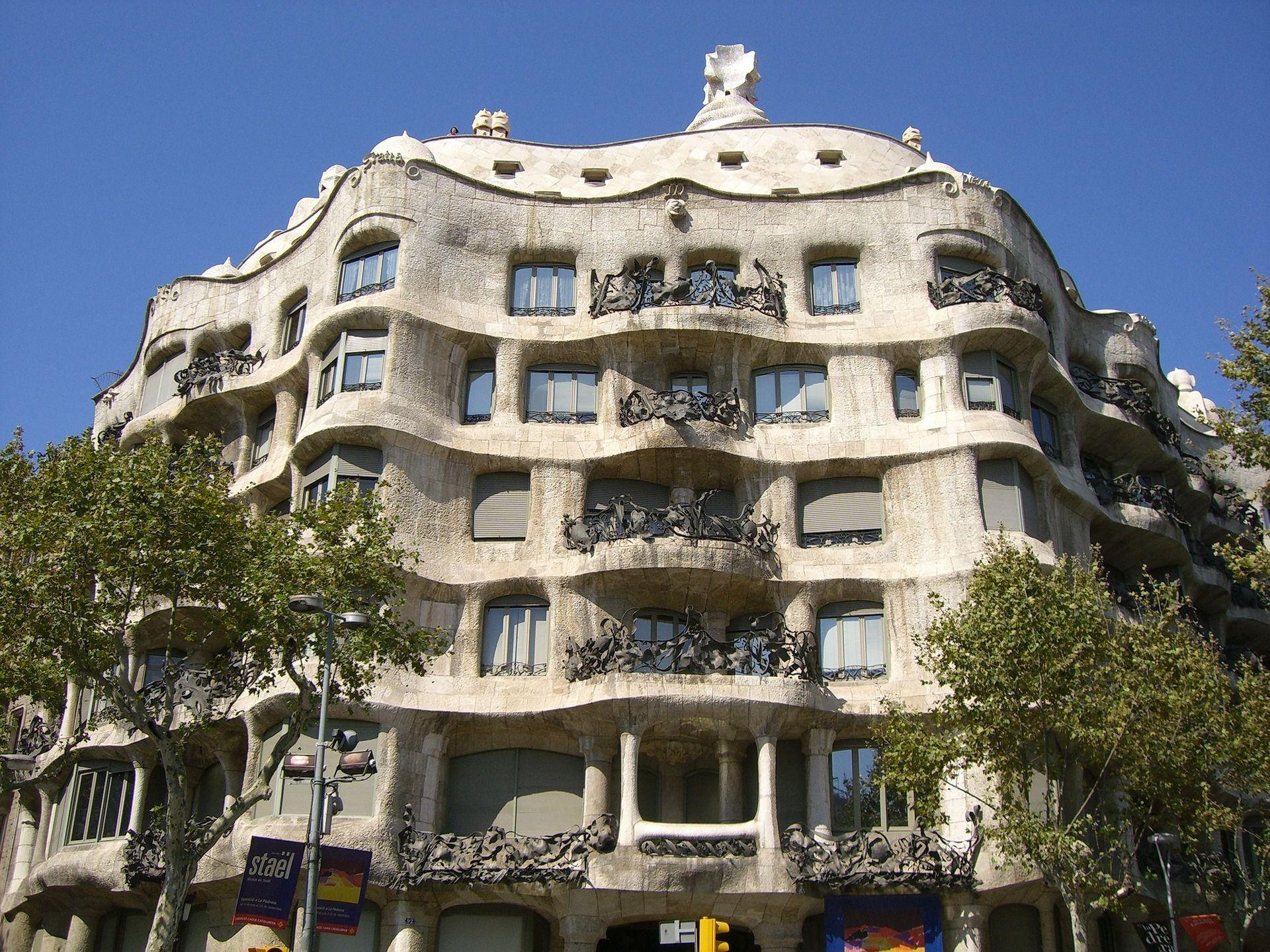 G nstige lufthansa fl ge nach barcelona auch in den for Gunstige designhotels
