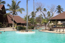 Amani Tiwi Beach Resort Kenia Poolblick