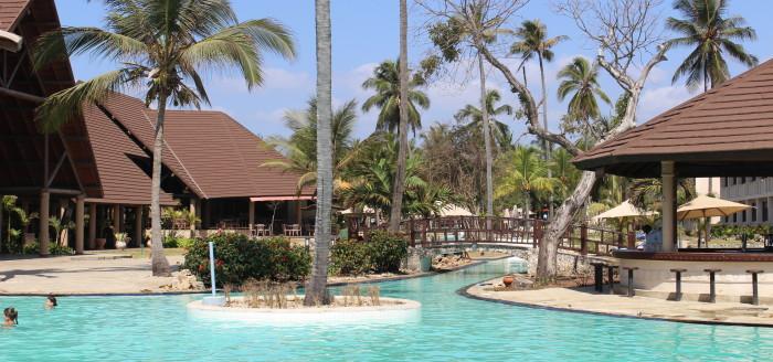 Amani Tiwi Beach Resort Kenia Poolblick