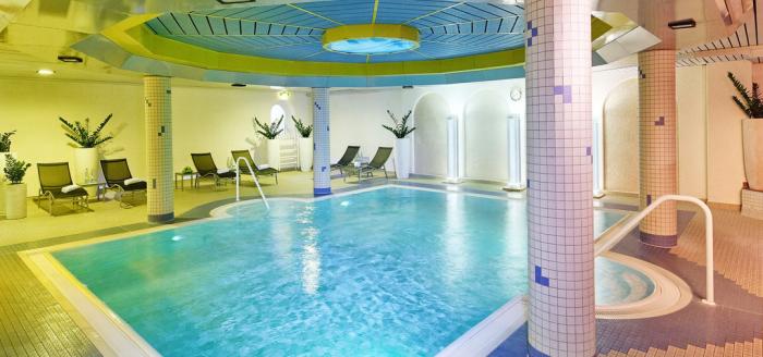 Dorint Hotel Frankfurt Niederrad Innenpool Travelbird