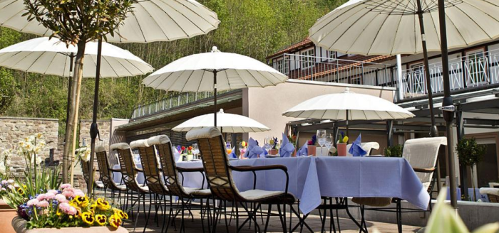burghotel-hardenberg-außenansicht-garten-terrasse