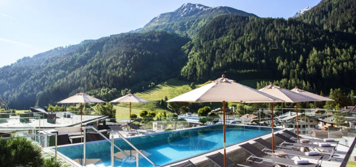 Hotel Arlmont Pool mit Panoramablick Travador