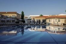 cooee-lavris-hotels-and-spa-ansicht-pool