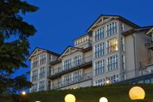 hotel-hanseatic-ruegen-und-villen-aussenansicht-daemmerung