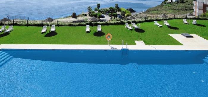 olee-holiday-rentals-pool-meer