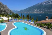 travelcircus_gardasuitehotel_pool