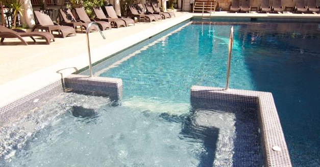 ipanema park beach pool