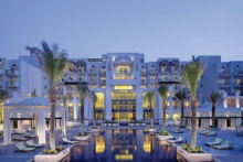 anantara eastern mangroves hotel spa bei nacht
