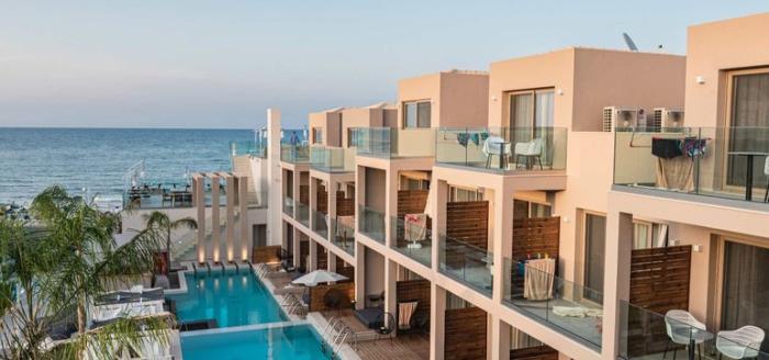 epos luxury hotel pool