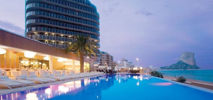 gran hotel sol y mar pool bei nacht